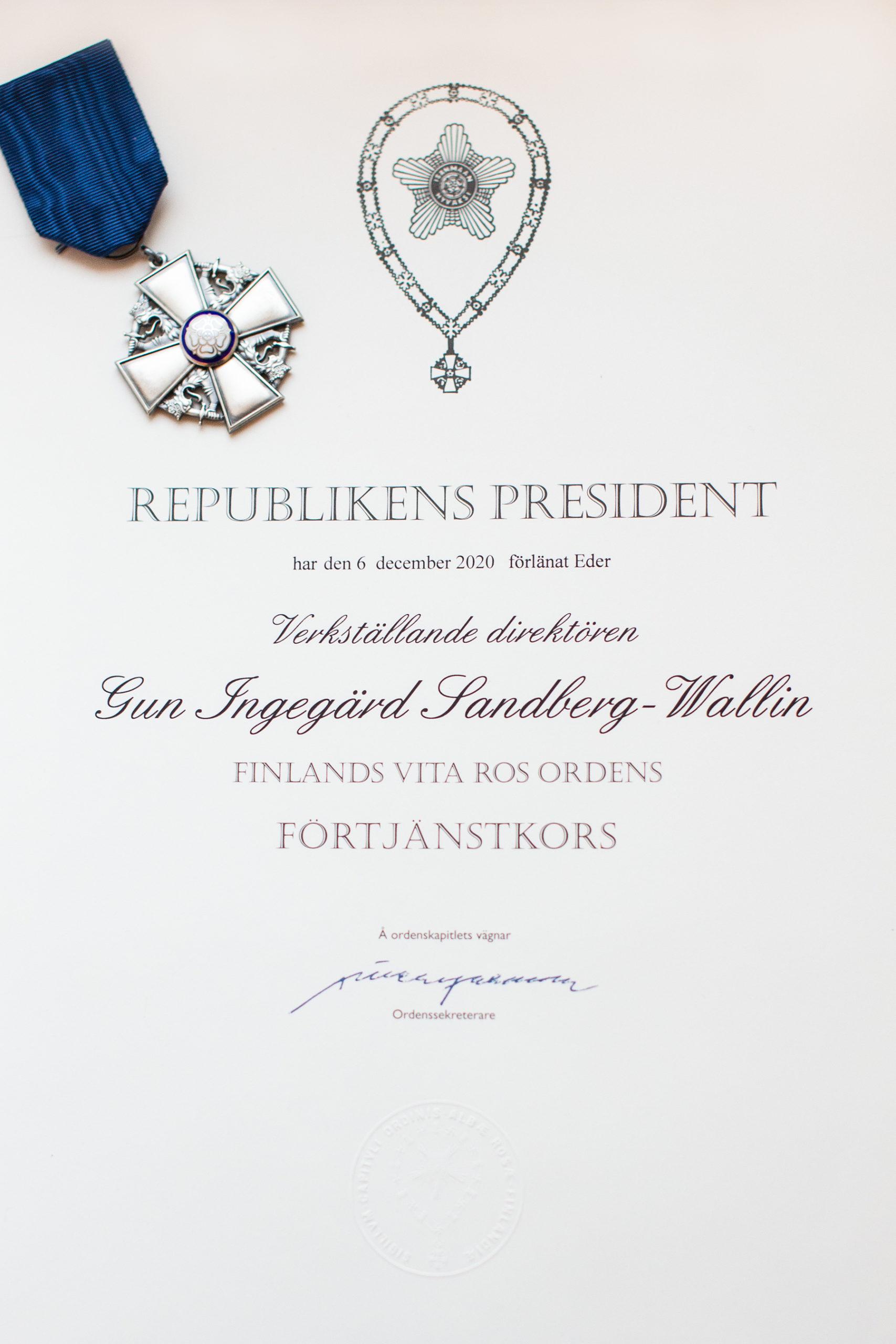 Cover for article 'Förtjänsttecken till vd Gun Sandberg-Wallin'