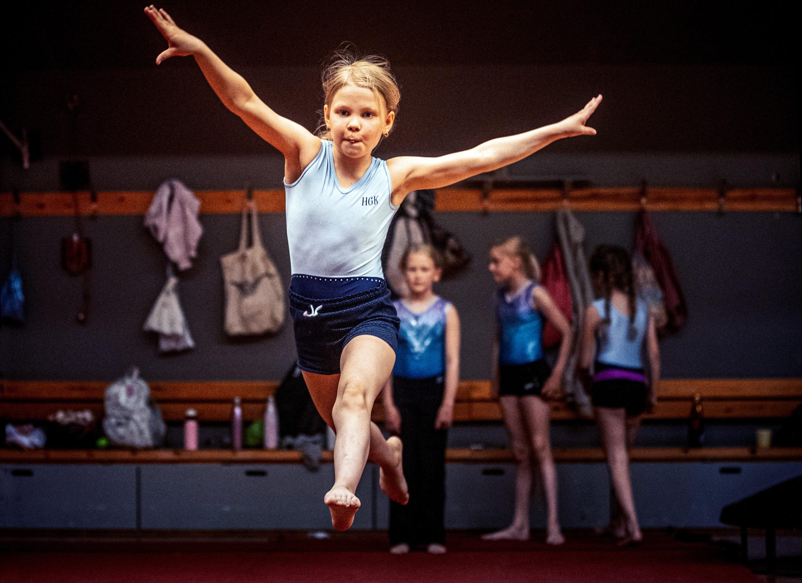 """Cover for article '""""Det bästa är vännerna och att lära sig nya rörelser"""" – på HGK:s sommarläger fylls dagarna av gymnastik'"""